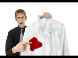 Aprenda formas de retirar manchas na roupa