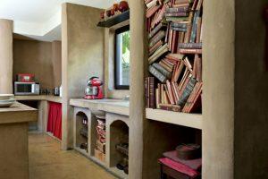 Que tal decorar sua habitação com estantes de livros?